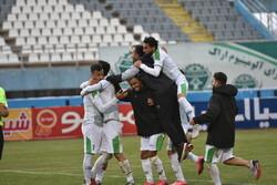 دیدار تیم های فوتبال آلومینیوم اراک و هوادار تهران