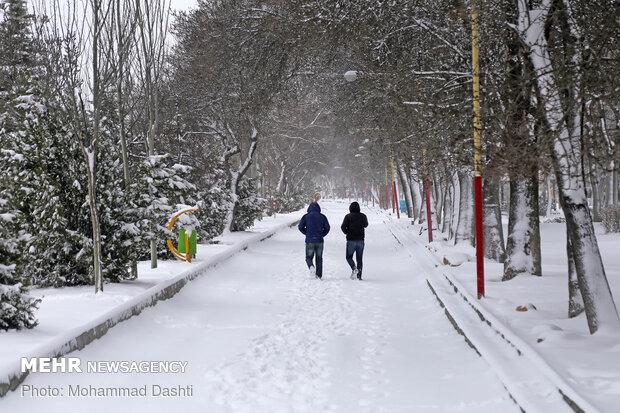 تبریز میں شدید برف باری