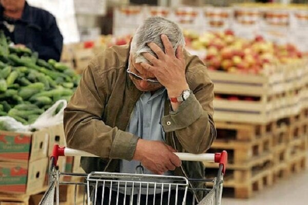 شیرازیها در تنگنای مالی خرید شب عید/ موانع تولید باعث گرانی شد