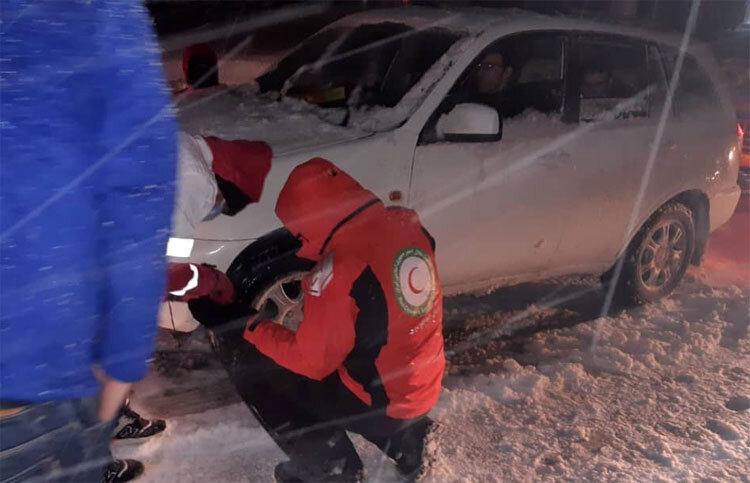 ۱۰ محور استان سمنان گرفتار برف/ ۱۲۵۲ نفر امدادرسانی شدند