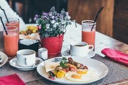 بهترین زمان خوردن صبحانه و ۵ خوراکی برای کاهش وزن در این وعده