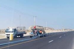 نصب علایم ترافیکی و شانه سازی راه های جزیره قشم