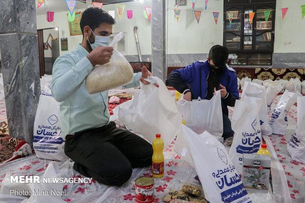 توزیع۱۰۰بسته غذایی بین نیازمندان منطقه حیدرآباد