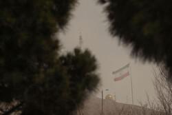 تداوم وزش باد و خیزش گرد و خاک در شرق و مرکز اصفهان