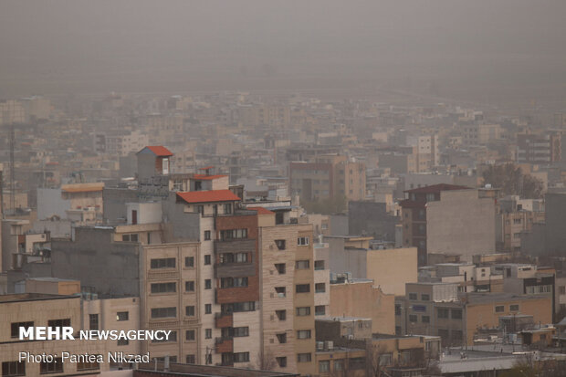 Roof of Iran trapped in dust