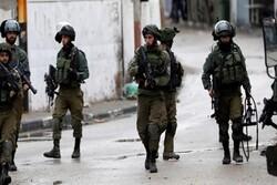 Zionist forces raid occupied lands, injure dozen Palestinians