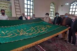 پرچم متبرک حرم علوی آستان امامزاده «زیدابوالحسن» در ورامین نصب شد