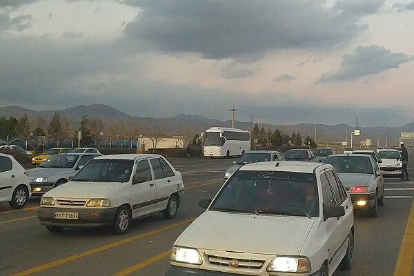 ترافیک در محورهای خروجی گیلان نیمه سنگین است