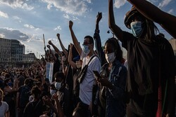 صدها تن از شهروندان پاریس علیه پلیس فرانسه تظاهرات کردند