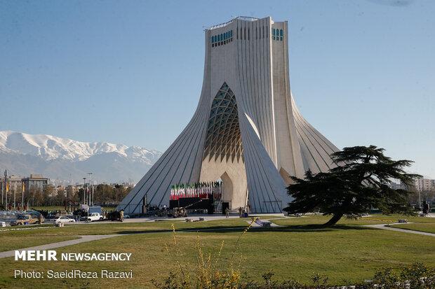 بدء العام الايراني الجديد 1400 بإطلاق قذيفة مدفع في ساحة الحرية بطهران