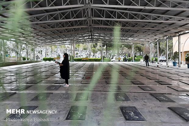 حال و هوای مزار شهدای کرمانشاه در لحظه سالتحویل