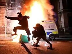 برطانیہ میں مظاہرین اور پولیس کے درمیان جھڑپ میں 20 پولیس اہلکار زخمی