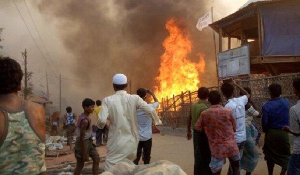 حريق في مخیمات للروهينغا في بنغلاديش وإصابة المئات