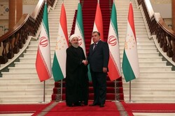 Tajik president felicitates Rouhani on Nowruz