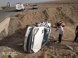 تصادف زنجیرهای ۲۰ خودرو در کنارگذر شرق اصفهان/محور اردکان- نائین مسدود شد
