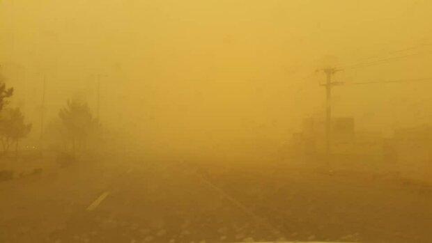 توفان و گردوخاک در اصفهان تا ۸ فروردین ادامه دارد/هوا سرد میشود