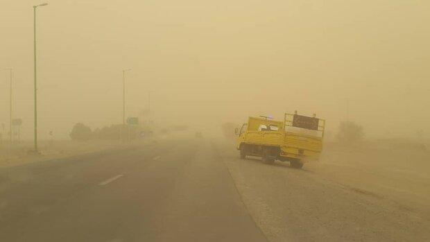 ادامه وزش باد شدید درهمه محورهای استان اصفهان/راننده پژو جان باخت