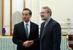 وەزیری دەرەوەی چین لەگەڵ لاریجانی دیداری کرد