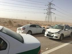برخورد ۳ دستگاه خودرو در آزادراه تهران-قم/۴ تن مصدوم شدند