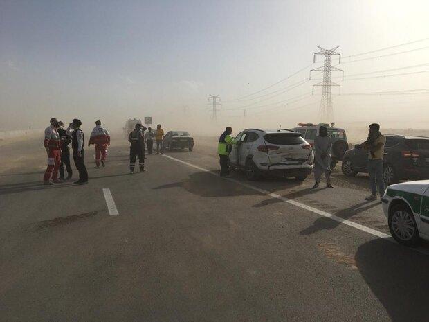 آسیب به ۴۵ خودرو و مصدومیت ۱۸ نفر در توفان امروز اصفهان