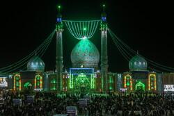 شب نیمہ شعبان میں مسجد جمکران میں عبادت اور جشن کا سماں