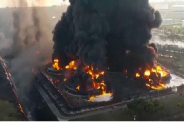 اندلاع حريق ضخم في مصفاة بالونغان النفطية بإندونيسيا