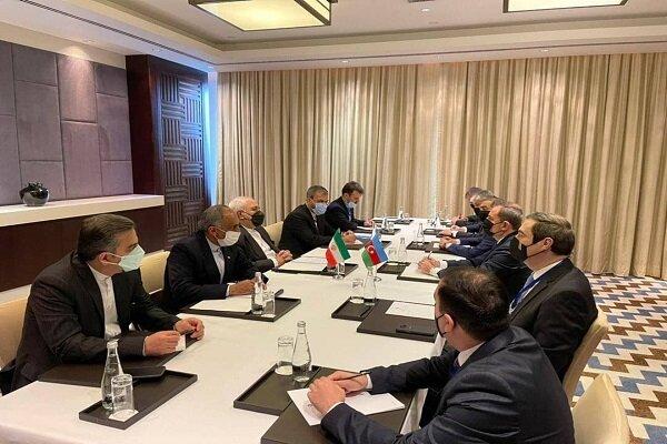 Zarif, Tacikistan'da Azerbaycanlı mevkidaşı Bayramov ile görüştü