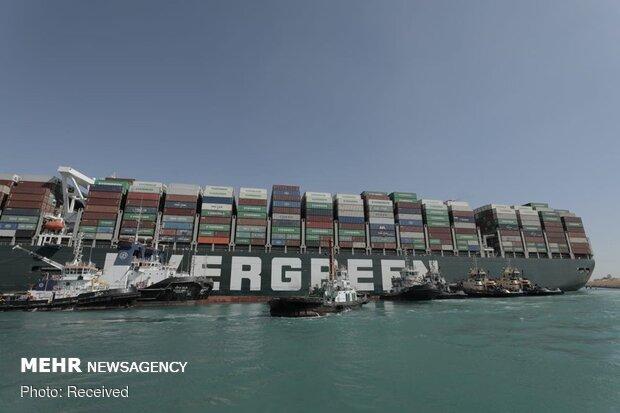 Süveyş Kanalı gemi trafiğine yeniden açıldı