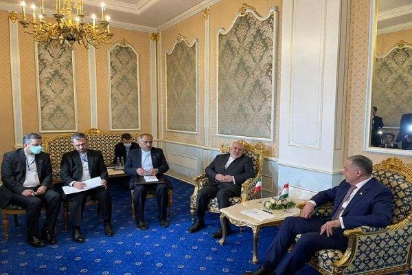 FM Zarif holds talks with Tajik counterpart in Dushanbe