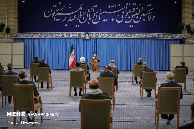 دیدار اعضای ستاد کنگره ملّی شهدای استان یزد با رهبر معظم انقلاب