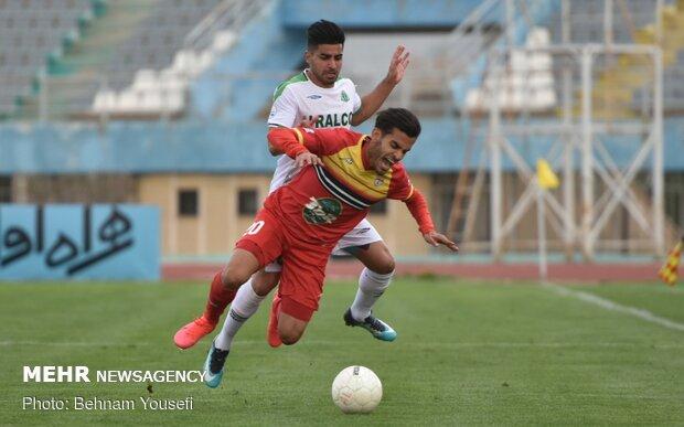 دیدار تیم های فوتبال آلومینیوم اراک و فولاد خوزستان