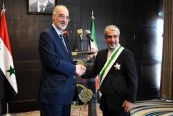 برگزاری مراسم خداحافظی سفیر ایران در سوریه و اعطای درجه ممتاز به ترک آبادی