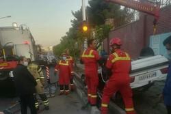 واژگونی خودرو در مقابل بیمارستان هجرت/ ۵ جوان مصدوم شدند