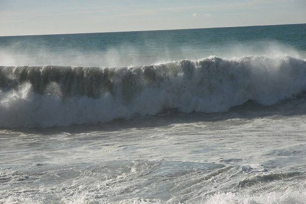 وزش باد شدید روی خلیج فارس/ ارتفاع موج دریا به ۳ متر میرسد