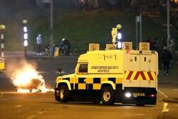 اعتراضات در ایرلند شمالی به خشونت گرایید/چند مأمور پلیس زخمی شدند