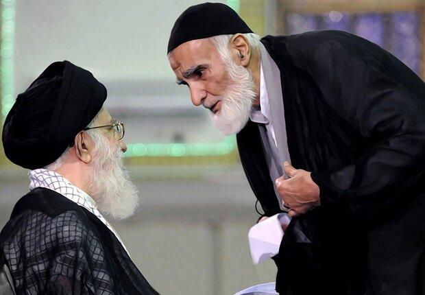 حاج علی آهی معتقد بود درشعر آئینی باید به آیات و روایات توجه داشت