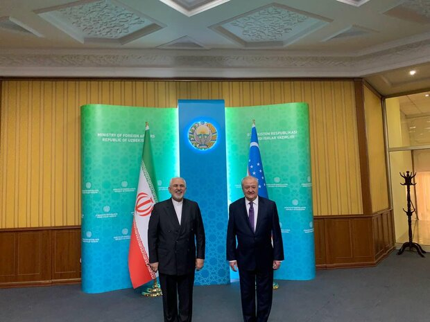 Zarif, Taşkent'te Özbek mevkidaşı Kamilov ile görüştü