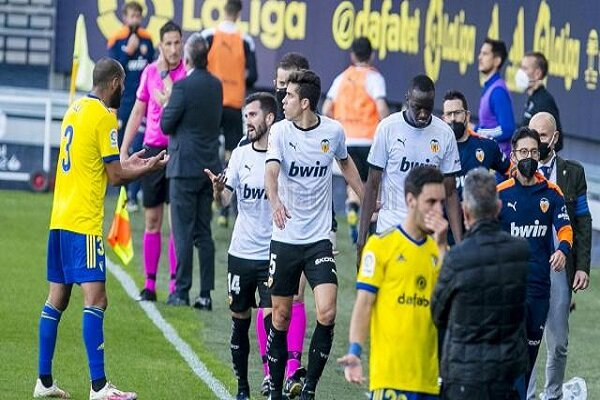 Valencia ırkçılık sebebiyle sahadan çekildi!