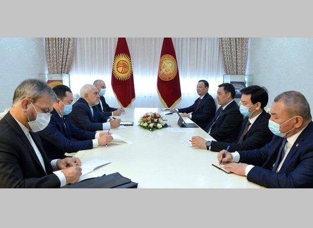 ظريف يبحث مع الرئيس القرغيزي القضايا ذات الاهتمام المشترك