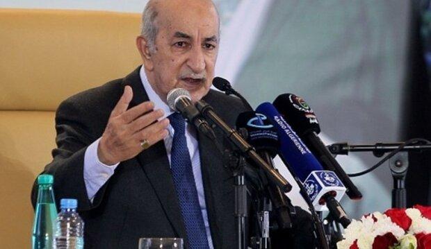 """الرئيس الجزايري يطالب فرنسا بإعادة """"أرشيف عثماني"""" هربته من الجزائر"""