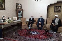 معاون رئیس جمهور با خانواده شهدای کرمانشاهی دیدار کرد