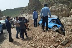 تلف شدن ۱۴ رأس گوسفند و مجروحیت دو نفر در برخورد ۲ خودرو