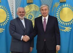 Zarif, Kazakistan Cumhurbaşkanı Tokayev ile görüştü