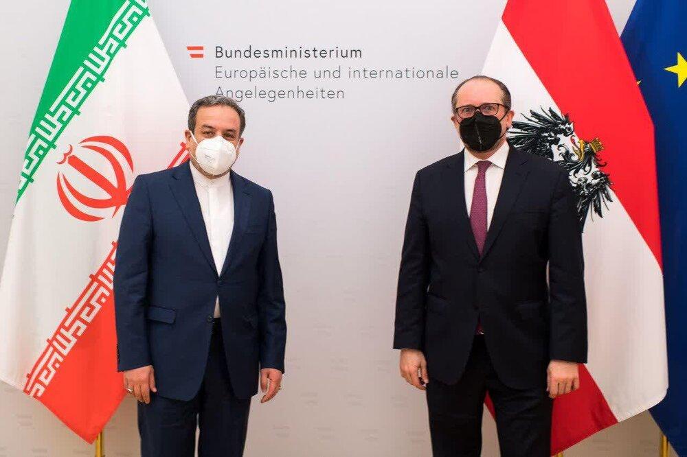عراقچی با  وزیر خارجه اتریش دیدار و گفتگو کرد
