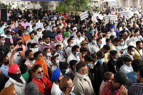 Hindistan'da vaka sayısı 20 milyona yaklaştı