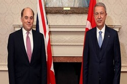 وزیران دفاع ترکیه و انگلیس راههای گسترش همکاری ها را بررسی کردند