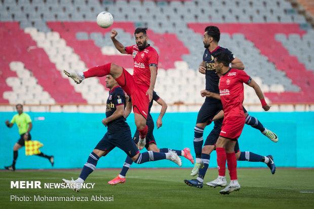 دیدار تیم های فوتبال پرسپولیس تهران و نساجی مازندران