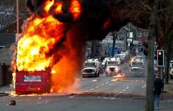 اعتراضات در «بلفاست» ادامه یافت/ درگیری پلیس با مردم