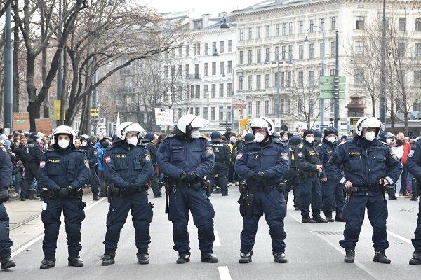 اعتراضات مردمی در شهر وین آغاز شد/ حضور گسترده نیروهای پلیس