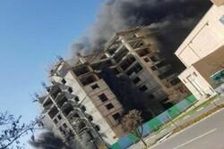 آتشنشانان ۱۳ کارگر گرفتار در شعلههای آتش را در تبریز نجات دادند